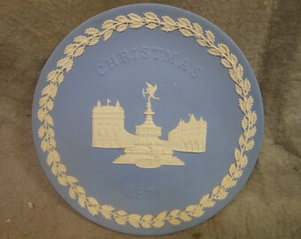 Vintage Wedgwood Jasperware light blue  Christmas Plate 1971 Piccadilly Circus 8 1/4 inch