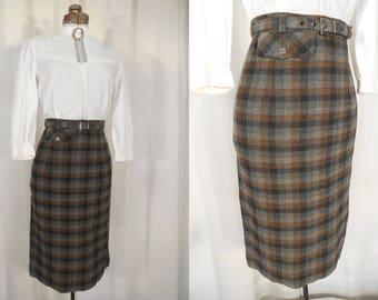 Vintage 1940s Skirt / Plaid Wool Skirt with Matching Belt/ 40s A Line Midi Skirt /  WW2 Era Small Wool Skirt Grey Black WWII Skirt