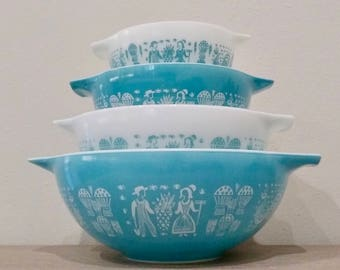 Set of 4 Pyrex Butterprint pattern mixing bowls, blue and white pyrex, amish butterprint, butterprint cinderella bowls, bowl set
