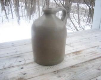 Stoneware jug (60 oz.)