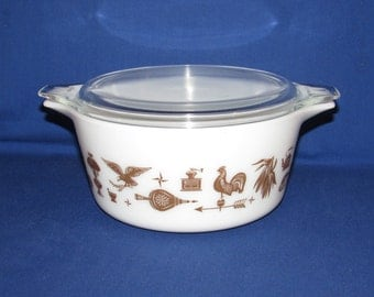 PYREX EARLY AMERICAN Casserole Dish 474 with Lid 1.5 quarts