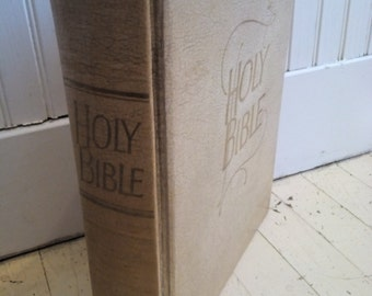 Vintage Holy Bible, 1962
