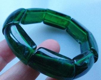 Bracelet - elasticated marbled plastic emerald green bracelet
