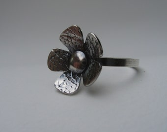 Flower ring in lace textured sterling silver