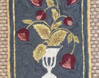 Urn with flowers rug hooking pattern