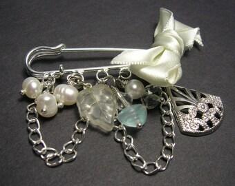 Pearl/Silver Kilt Pin Brooch