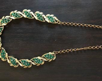 Green rhinestone necklace vintage costume jewelry choker bib gold faix gem jewels gems forest dark stones stone emeraldchain adjustable