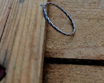 Thin Wire Twist Ring