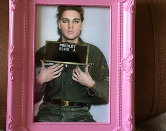 """Elvis Presley army colour print 6x4"""" in a pink frame"""