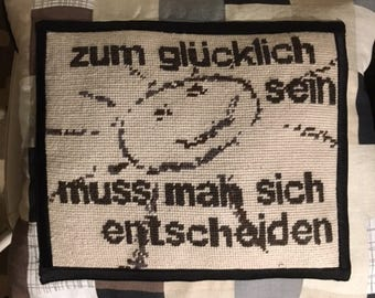 """Embroidered Pillow """"Zum Glücklich zu sein ..."""""""