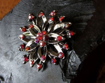 Vintage Deep Ruby Red Rhinestone Brooch, Small Scatter Pin, Dark Silver Black Pewter, Flower, Round, Circular, Retro,Costume Jewelery,Gothic