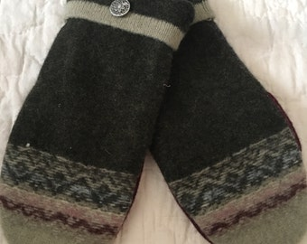 B21   Felted wool mittens lined with fleece size adult medium