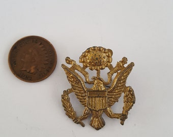 Vintage WWII era Army Air Corps garrison cap badge, Great Seal of The United States,  late war production
