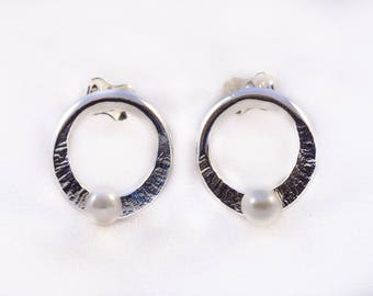 925 silver forged and textured earrings / Silver jewelry / Earrings with pearl / Handmade jewelry / Made in Quebec