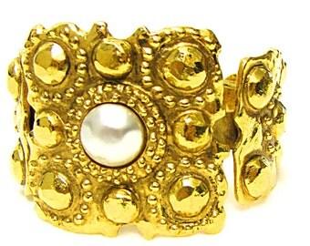 CHANEL, beautiful and rare cufflinks by Victoire de Castellane