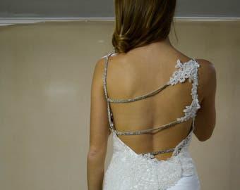 meraviglioso abito da sposa in cady di seta e pizzo con bretelle in strass