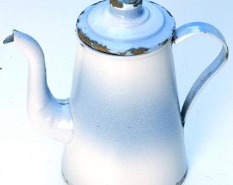 French vintage cafetière émaillée blanche et bleue, théière, pot à lait coffee pot, bleu blanc, Brocante française