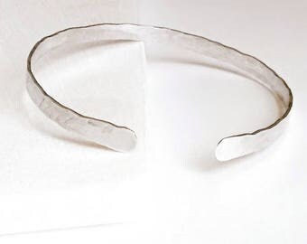 Silver Hammered Armband Open Cuff. Gold Bronze Copper Textured Organic Armlet. Rustic Aluminum 7, 8, 10 Anniversary Birthday Gift Jewelry