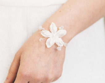 Flowery and delicate bridal bracelet - jewelry wedding