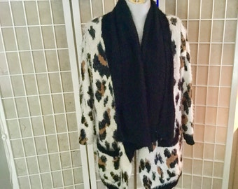 Vintage Lepard Sweater 1980s Large but Stretchy