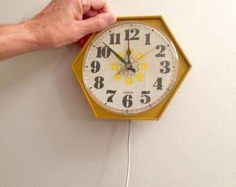 Vintage Kitchen Clock Sunbeam Harvest Gold 1970's