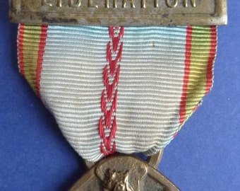 Original WW2 French Military Medal ~ War Medal with Liberation Bar. Excellent Condition.
