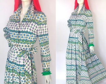 Vintage 1960s MAXWELL CROFT  maxi dress / Paisley flower print  / hippie / boutique label