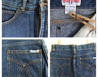 Vintage 80s Tres Jolie denim jean skirt / XS size 3/4 /front slit / 4 pockets / dark blue denim / 24 waist / 26.5 length