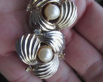 Clip Earrings - Vintage used - Gold Tone - with  Faux  Pearl -