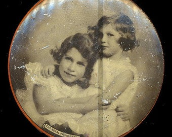 """1930s Riley's Toffees """"The Royal Princesses"""" Candy Tin"""