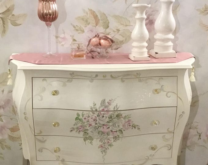 Dresser chest of drawers decorated