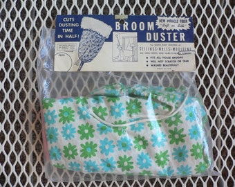 FREE SHIPPIING!!! Vintage 1960s Broom Duster Floral Mod New in Original Package