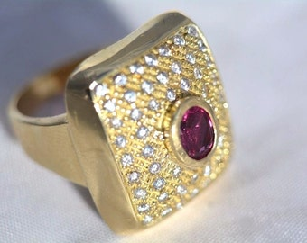Ring 18kt Gold title 750 marked with natural Ruby
