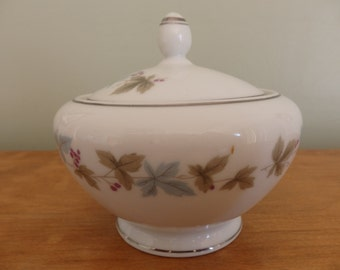 Vintage Sugar Bowl Fine China pattern 6701 Sugar Bowl in very good condition