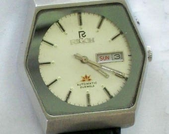 Vintage Ricoh Watch! Date on the Dial! Beautiful leather Band! Retired! Out of Production!