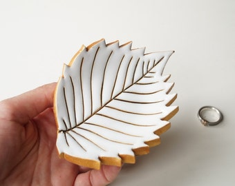 Leaf Ring Holder, Leaf Plate, Wedding Ring Holder, Wedding Ring Pillow, Jewelry Holder, White Leaf, Ceramics and Pottery, Pottery Leaf