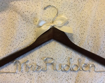Mrs. hanger, Bride hanger,wedding hanger,Personalized Hanger,Custom hanger,wire name hanger,Bridesmaids hanger,bride hanger