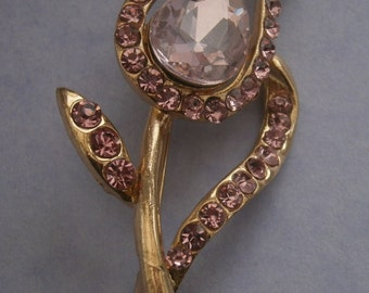 B982) A lovely retro vintage gold tone metal pink cut glass tulip flower brooch