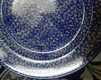 Spongewear Dinner Plates in Cobalt. 4 Vintage Montgomery Wards ceramic plates. A charming vintage pattern.