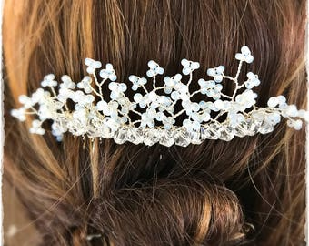 Crystal and white seed bead bridal hair comb, Crystal hair comb, Bridal hair comb, Wedding hair comb, Floral hair comb, Beaded hair comb