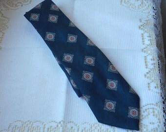 stunning vintage French mans Silver Coast necktie