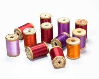 10% OFF Wooden thread Spools. Old Thread. Vintage Thread. Wood Spools. Seamstress. Sewing Supplies. Collectibles. Cotton thread. Sewing kit.