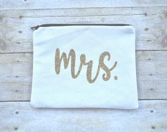 Bride Make Up Bag, Bride Zipper Pouch, Mrs. Cosmetic Bag, Bride Cosmetic Bag, Wedding Day Bag, Mrs. Pouch, Bride Gift