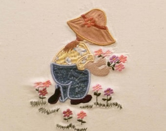 Instant Download! Sunbonnet Sue picking flowers- Machine Embroidery Applique -2 sizes