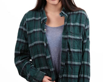 Flannel oversized green, black, white plaid shirt, two pockets M