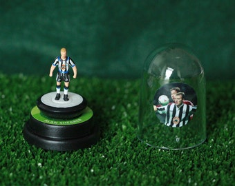 Alan Shearer (Newcastle Utd) - Hand-painted Subbuteo figure housed in plastic dome.