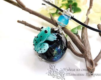 Frog pendant, frog lampwork, frog bead lampwork, frog necklace, glass frog, green frog, green, green necklace, black necklace, frog
