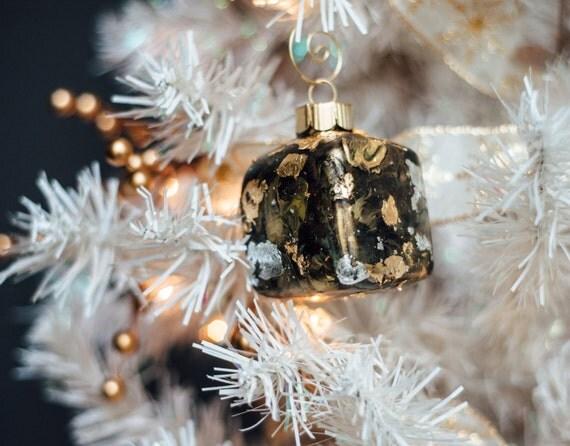 """Simple à la main peinte ornement de Noël, prêt à expédier - 2"""" CARRÉ peint en verre avec feuille d'or, cuivre, ou d'argent. Décor des fêtes à la main."""