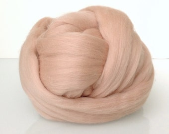 Merino Wool. Extra fine 19 microns. Nude color. Carded and combed wool. Ideal for needle and wet felting.  Light flesh tone, Skin  color