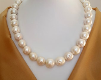 Classic large pearl necklace